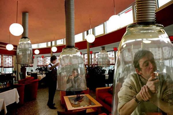 """In restaurantele japoneze au aparut """"conuri pentru fumatori"""""""