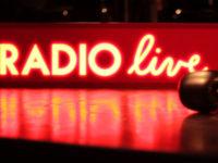 RADIO LIVE – un spectacol de radio tridimensional cu muzică, video, ilustrație și povestiri din viața reală